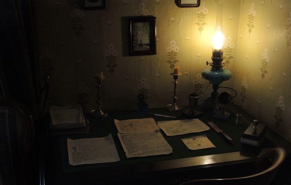 Stol-Dostoevskogo